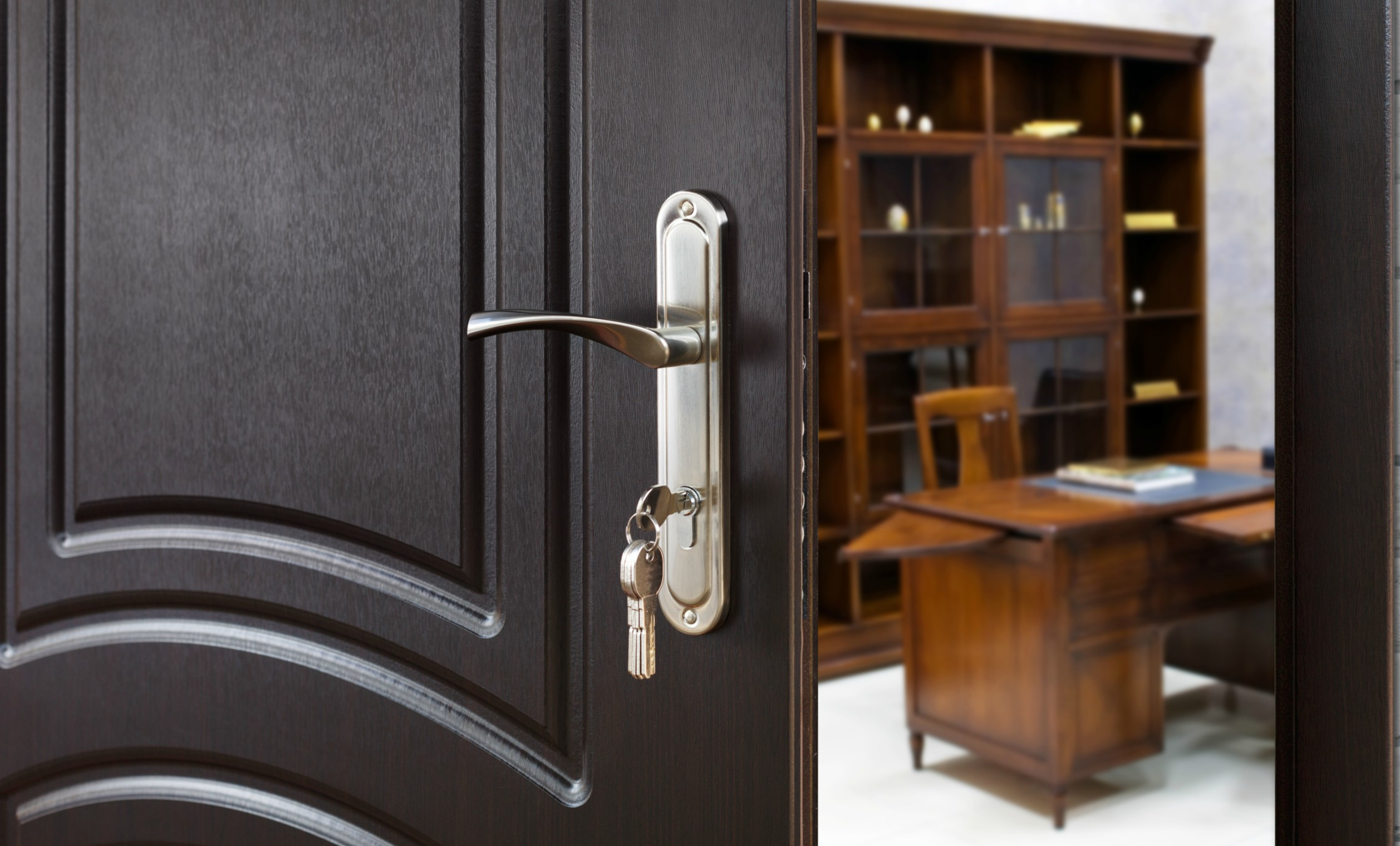 King Locksmith And Doors Offer Commercial Lock Replacement Services!