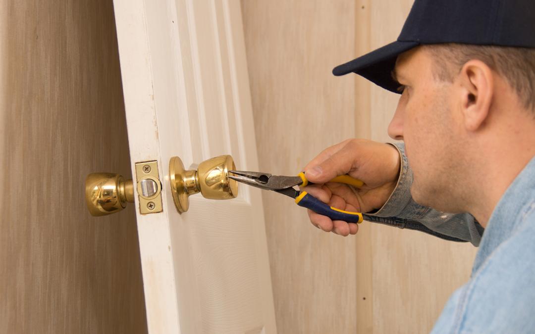 How to Change a Door Lock in 10 Steps